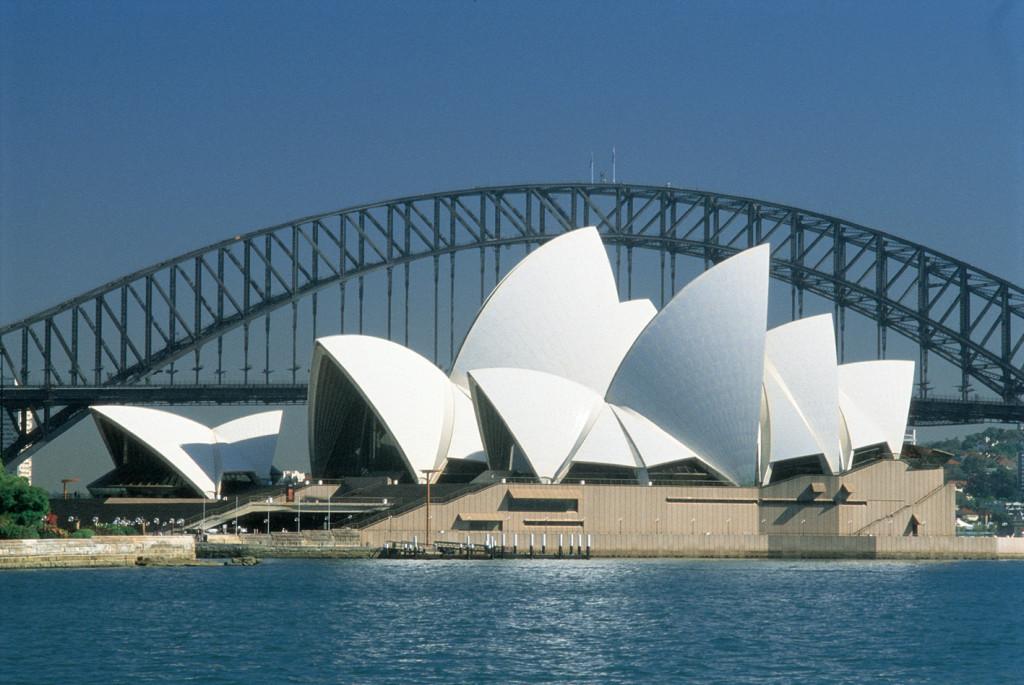 "<img alt=""opera de sydney"" src=""sirk.es/imagen de la opera de sydney"" width=""1417″ height=""948″>"